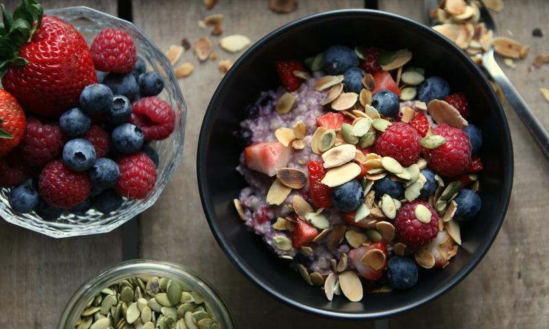 Karola's Kitchen - havermoutpap met rode vruchten