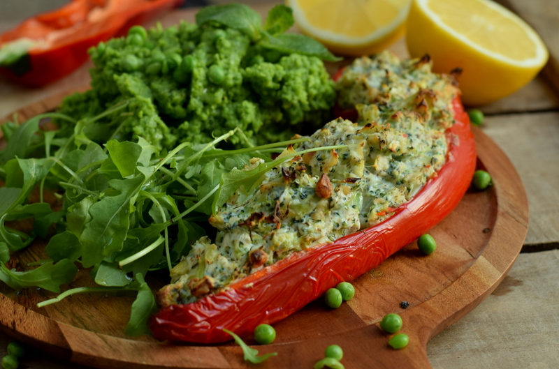 Karola's Kitchen - zoete paprika's met ricottabroccolivulling en erwtenpuree
