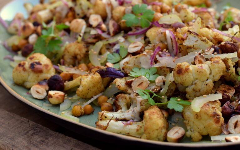 Karola's Kitchen - Kruidige bloemkool en kikkererwten uit de oven