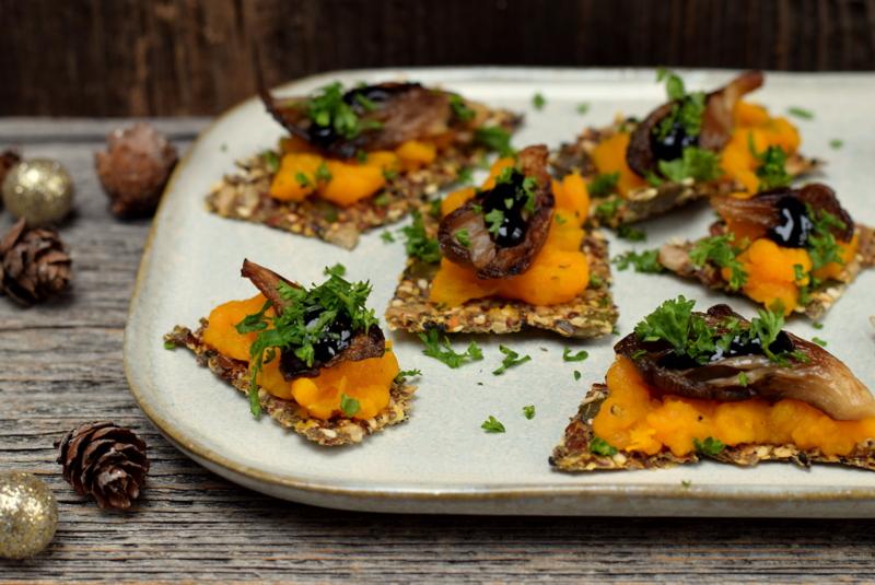 Karola's Kitchen - toastjes met geroosterde pompoen en oesterzwammen