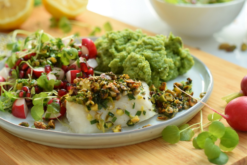 Karola's Kitchen - vis met pistachekorst zoete radijsjessla en broccolipuree
