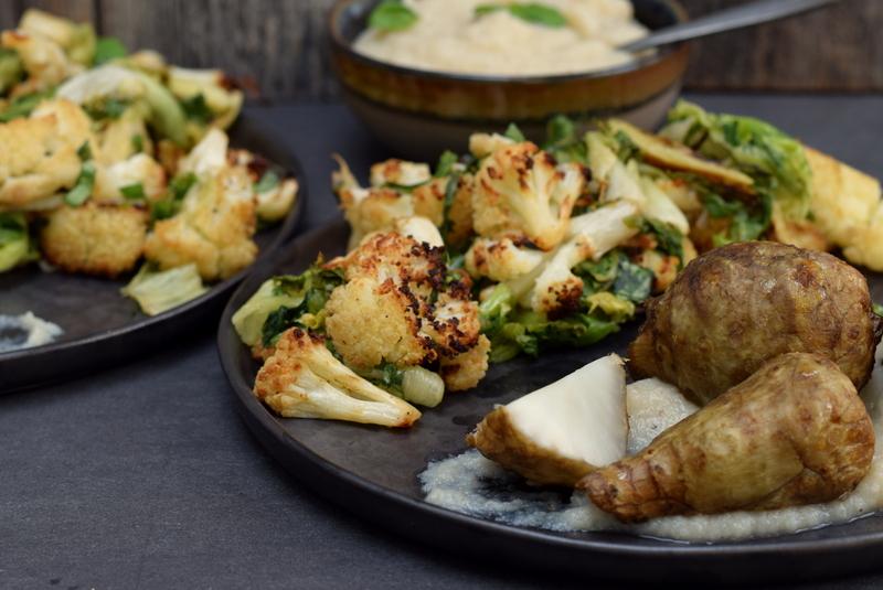 Karola's Kitchen - Gepofte aardpeer met geroosterde bloemkool en witte saus