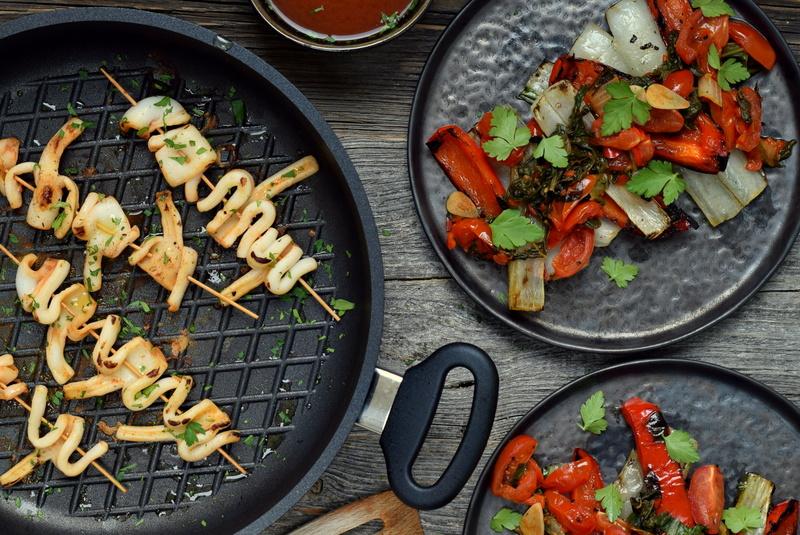 Karola's Kitchen - Gegrilde inktvis, paksoi & paprika met zoetzure saus