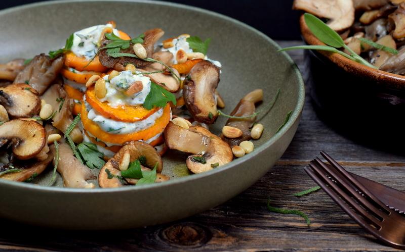 Karola's Kitchen - Torentjes van raap en ricotta met paddenstoelen en salie