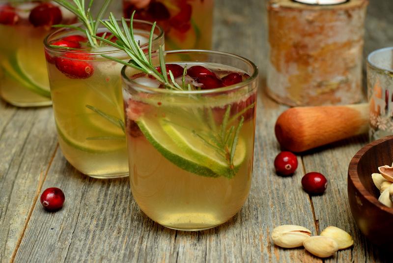 Karola's Kitchen - Mocktail met veenbessen, rozemarijn en tonic