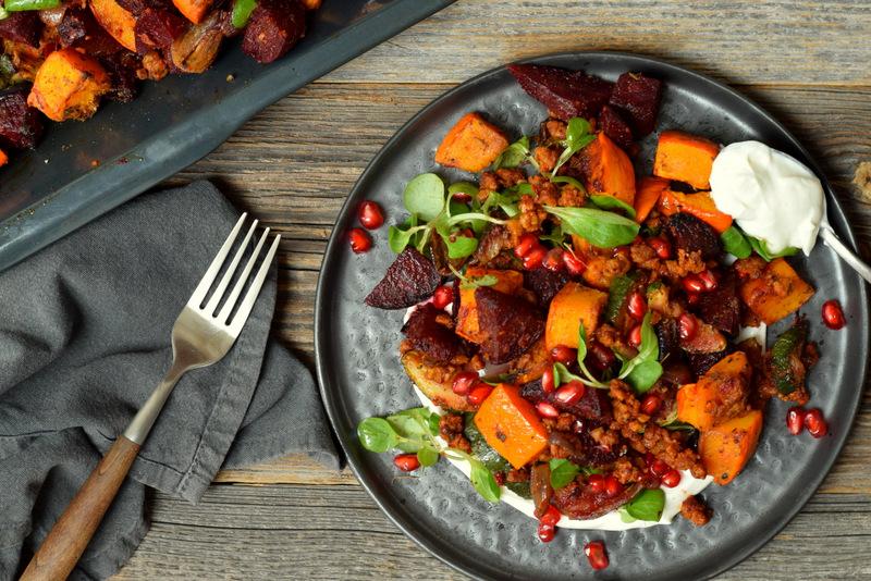 Karola's Kitchen - Labneh met Midden-Oosters gekruide groenten en gehakt