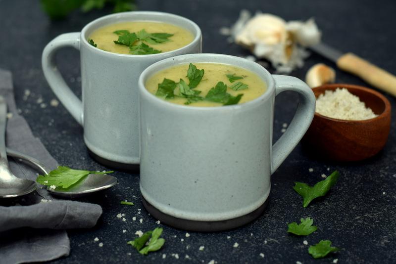Karola's Kitchen - Courgettesoep met tuinkruiden