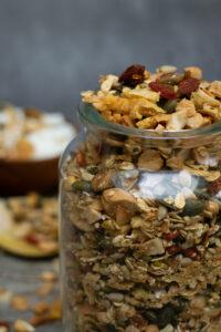 Karola's Kitchen - Granola met kokos, ananas en pistache