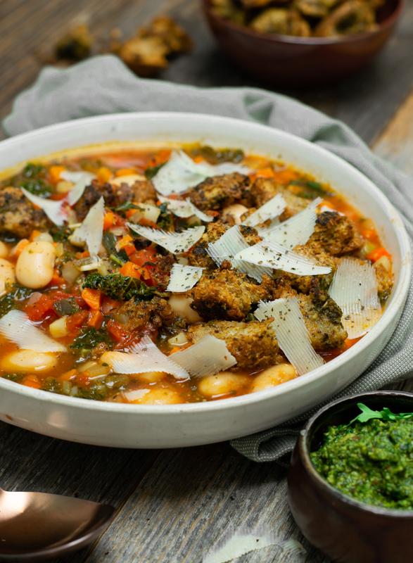 Karola's Kitchen - Minestrone met pestokrokjes
